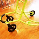 従来の歩行器と比べ、大径の車輪を装着。しっかりした安定性と軽やかな操作性を実現しております。